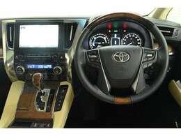 ドライバー目線の画像です。 見やすいメーターと操作しやすいスイッチ類がいいですね☆