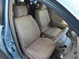 ★フロントシート★ シンプルながら座り心地のいいシートです。 ホールド感もよいので長いドライブでも疲れにくいんです。