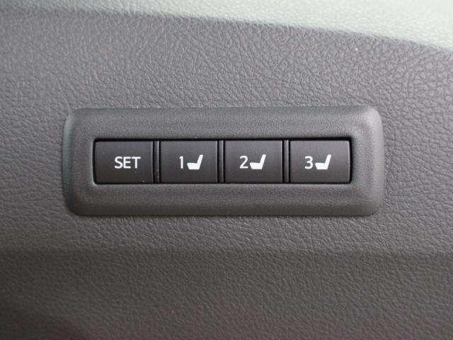 3名分のシート、ドアミラーの最適ポジションを記憶・再現できる「マイコンプリセットドライビングポジションシステム」が装備されています。