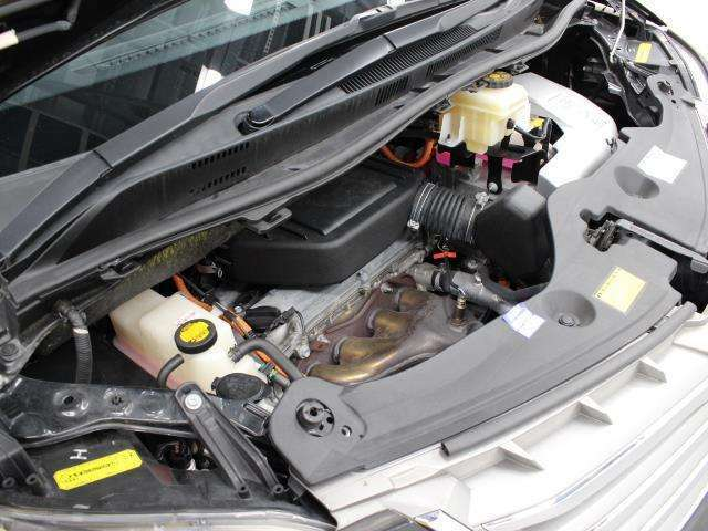 2AZ-FXE型 2.4L 直4 DOHCエンジンと前: 2JM型 後: 2FM型 交流同期電動機のハイブリッドシステム搭載、E-Four(電気式4輪駆動)の組み合わせです。