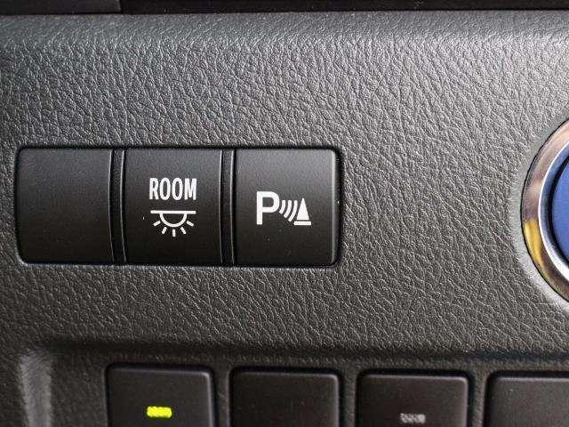 障害物を検知しドライバーに警告する、コーナーセンサーを装備しています。狭い道でも安心の装備です。