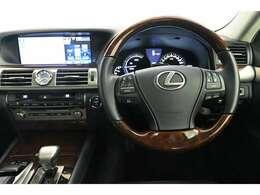 ドライバー目線の画像です。 見やすいメーターと操作しやすいスイッチ類が集約されています☆