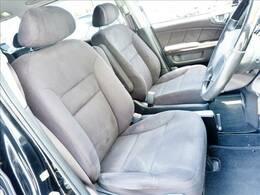 運転席は使用感はございますが、座り心地は快適です。