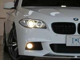 BMWを象徴するヘッドライト!スモール点灯時は夜間でもBMWをアピールし、楽しさも所有する喜びも忘れません!レンズの黄ばみもなく、透き通った綺麗な状態!