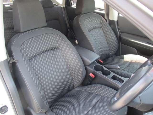 運転席、助手席シートです。実際お座りいただくのが、分かりやすいと思います。お気軽にご来店ください