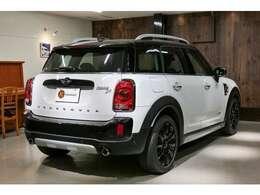 ご予算はもちろん・色・グレード・装備・距離・など小さな条件などあればその条件に合ったお車を手配します。車探しは妥協せずスタッフがこだわりを持ちお客様の目線に立ち手配を行います。