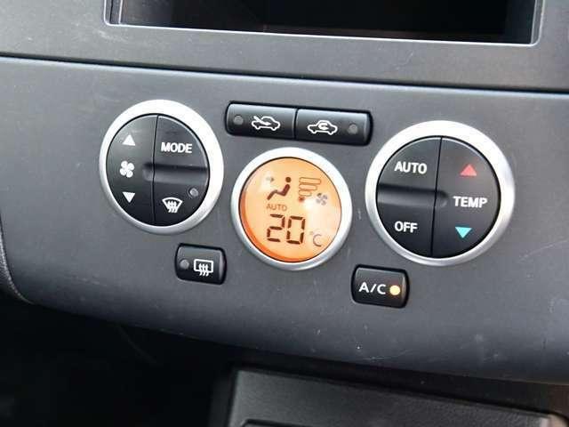使い勝手も良く温度設定の簡単なオートエアコンを装備しています。