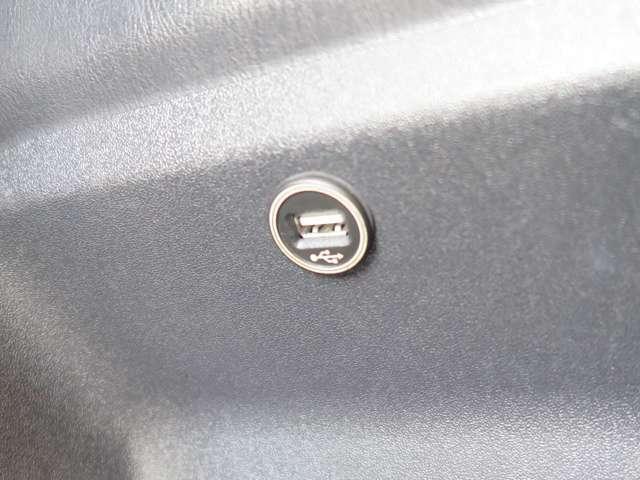 【標準プラン】USB充電ポートをリア5か所に取付!!