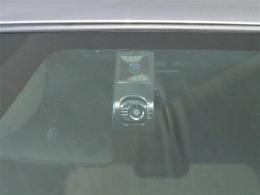 今や必需品のドライブレコーダー装備してます。安心して運転できますよ。