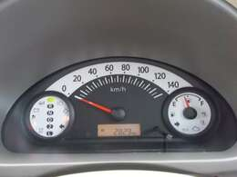 すっきりと見えやすくできているスピードメーターです。走行距離やガソリンの残量も確認できます。