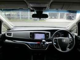大きな窓ガラスで前方の視界も良好!さらに大きな三角窓で死角も少なく運転し易いですよ♪