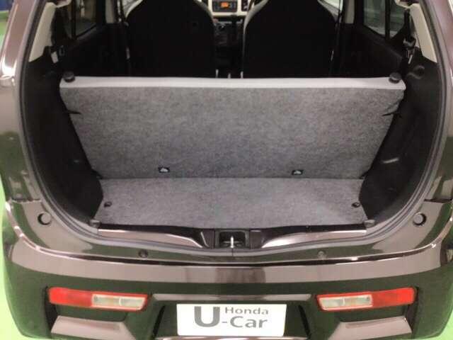 U-Selectの認定条件に加え、年式、走行距離といったさらに厳しい条件を満たす中古車U-Select Premium車両も展示がございます。しかも2年間の無料保証付きです。