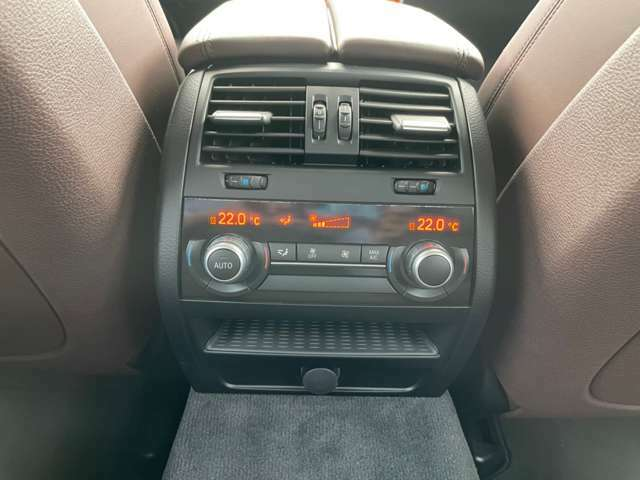 後席でもエアコンの操作が可能です!!!