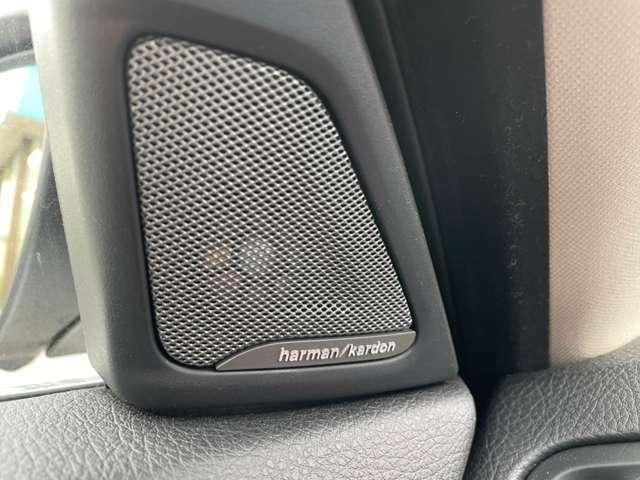 ハーマンカードンスピーカーでミュージックもとても良い音響でドライブをお楽しみ頂けます!!!