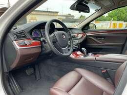 ドライバーズシートには汚れ、擦れなどは御座いません!!!