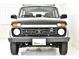 ホワイト/ファブリックシート、5速MT、ルーフラック、サイドモール、社外ナビ(地デジ対応)、4WD、左ハンドル、取扱説明書