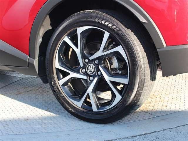 タイヤサイズは225/50R18!残り溝は4ミリ程度です!