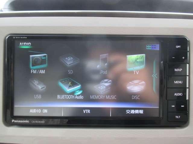 SDナビです!道案内はこちらにお任せ☆フルセグTV・ブルートゥースオーディオ機能はもちろんCD録音・DVD再生もできちゃいます!ドライブが楽しくなりますね♪
