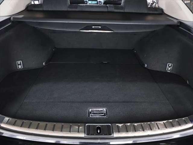 【 マークIIブリット 】特別仕様車「リミテッド」は、専用アルミホイール・ナビなどを追加装備しております。