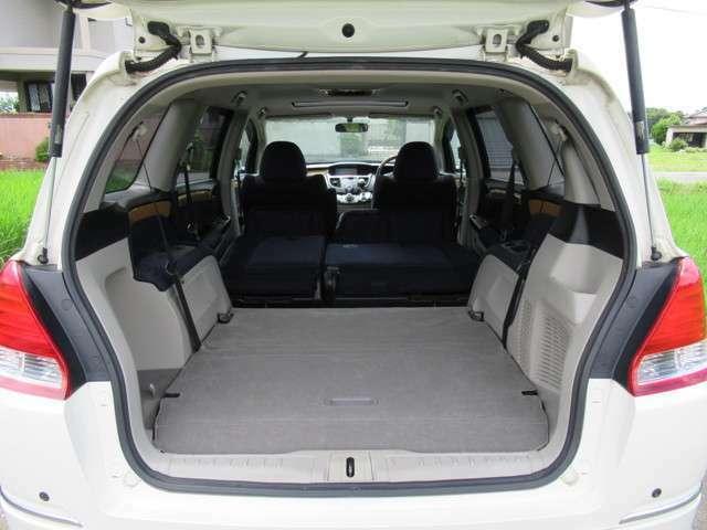 ■2列目、3列目シートはこのようにフルフラットに!広い車内空間を確保!車中泊もできますよ!