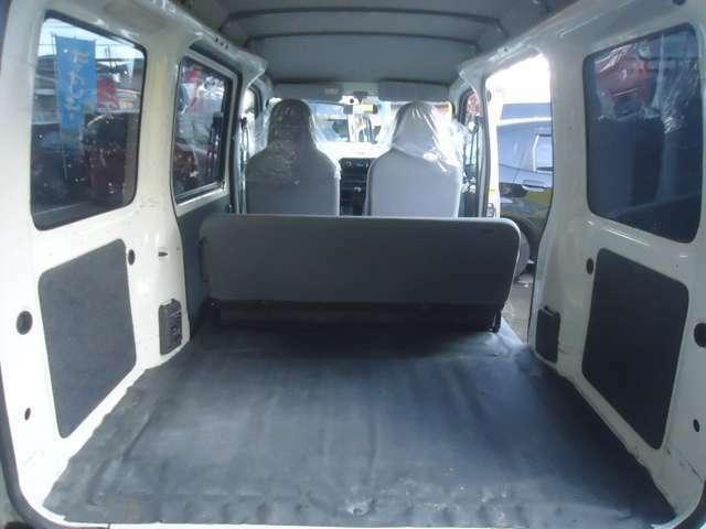 フル乗車時でもこんなに広いんです。大きめな荷物もバッチリ☆お仕事もはかどりますよ