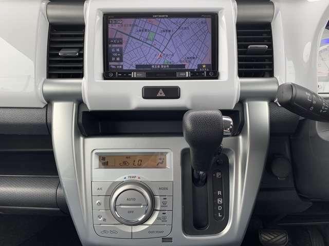 オーディオは、社外メモリーナビ付き(カロッツェリア/AVIC-RZ55)、DVD再生、CD再生、ETC車載器、ブルートゥース機能付き。 ドライブレコーダーの取り付けもやってますので、是非ご相談下さい!