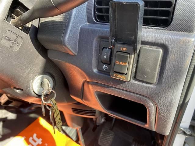 ダンプは運転席スイッチにてUP・DOWN可能です。