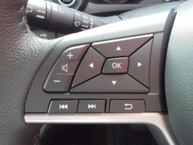 オーディオの操作が手元で出来るステアリングスイッチ。