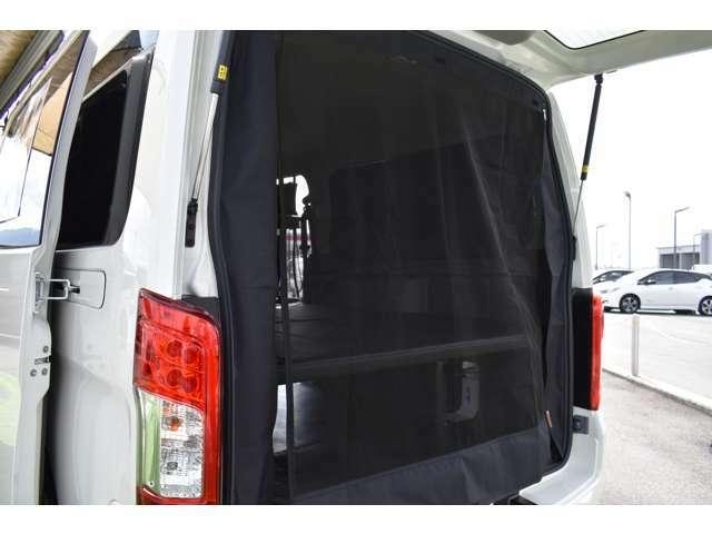 虫除けネットはファスナーで開け閉めでき荷物の乗せ降ろしもらくにできます。