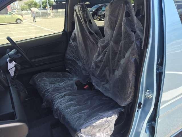 使い勝手の良いベンチシートで足元広々ゆったり運転♪快適な視界で運転もし易いです♪