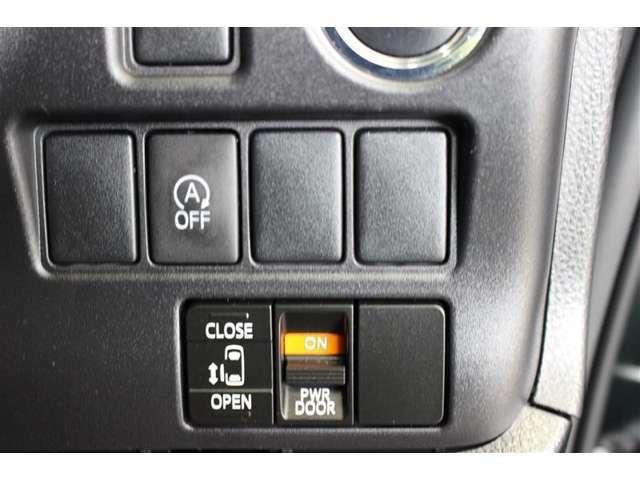 スマートキーを携帯していれば、キーを取り出すことなくブレーキを踏みながらボタンを押すだけで、エンジンの始動が手軽できます。