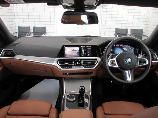 ドライバー・オリエンテッドなダッシュボード。完成されたレイアウトは、お客様に安心と快適をご提供します。