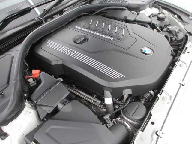 3.0リッター直列6気筒ガソリンターボエンジン搭載。387馬力を発生します。8速ATと相まって、低燃費で軽快な走りをご提供します。
