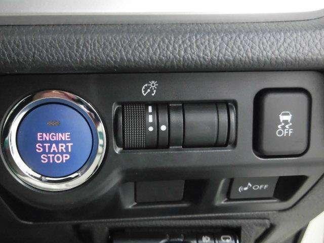 エンジンの始動も、ブレーキを踏みながらエンジンスタートスイッチを押すだけ!キーをバッグから出す必要がありません。