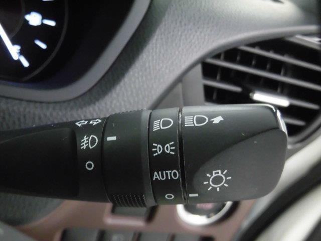 【オートライト】車外の明るさに応じて、自動的にライトの点灯・消灯をしてくれます。