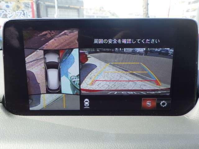 360°ビューモニターでは4つのカメラで前後左右・俯瞰映像でドライバーからは見えない領域の危険認知をサポート。全周囲の死角を減らし、狭い駐車場や幅寄せ、丁字路進入時などの運転の安心感を高めます