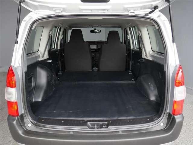【トランク】広大な荷室スペースと使い勝手を考えた様々な機能を持ちます。
