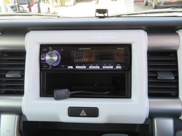 Bluetooth(ブルートゥース)接続機能付き。 CDを車に持ち込む時代ではなくなりましたね。 お気に入りの音楽はスマホから♪
