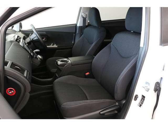 黒色のシートがカッコいいですね。さすが後期型ですね。大きなヘタリもなくキレイで素晴らしいです。