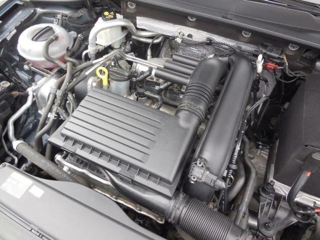 1.2L TSIエンジン。ダイレクトインジェクションとターボでハイパフォーマンス&低燃費を実現。シリンダー内に直接燃料を噴射するため圧縮比を高く設定できターボラグもなく低回転から高いトルクを発生します