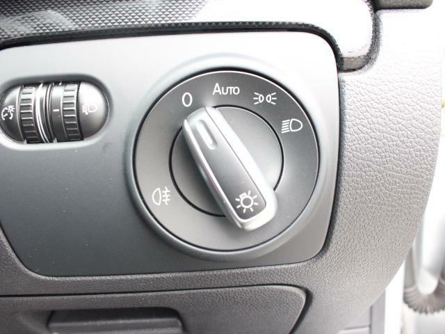 オートライト付きなので、自動点灯します。夕暮れ時も早めに点灯するので、周囲からの視認性も向上します。