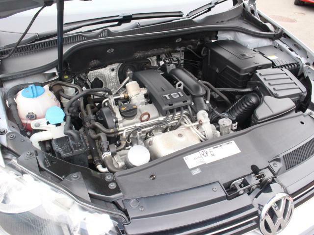 革新技術TSIエンジンとDSGトランスミッションの組み合わせにより、「力強い発進滑らかな加速優れた低燃費」を実現