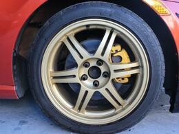 スポーティなデザインの社外アルミホイール!タイヤの溝もまだまだ問題ありません!