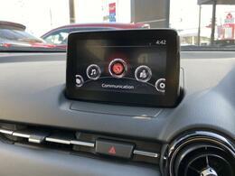 マツダコネクトは、ソフトウェアをアップデートでき、常に最新のサービスを利用出来るシステムです。また、Bluetoothの接続をする事でスマホの音楽を楽しんだり、ハンズフリー通話を楽しむことができます。
