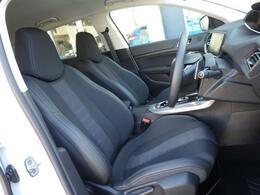 シートはファブリック仕様です。ソフトな座り心地が魅力的です。上質な室内空間を漂わせ、お乗りになられた方を心地よい気分にさせてくれます。