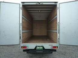 荷室内寸 長さ451cm 幅178cm 高さ205.5cm ラッシング2段