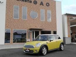 GAOでは女性のお客様も多く、販売台数の70%以上が初めての外車オーナー様です。だから男女問わず車に詳しくなくても安心の専用アフターフォロー制度を設けております。お気軽にお問い合わせください。