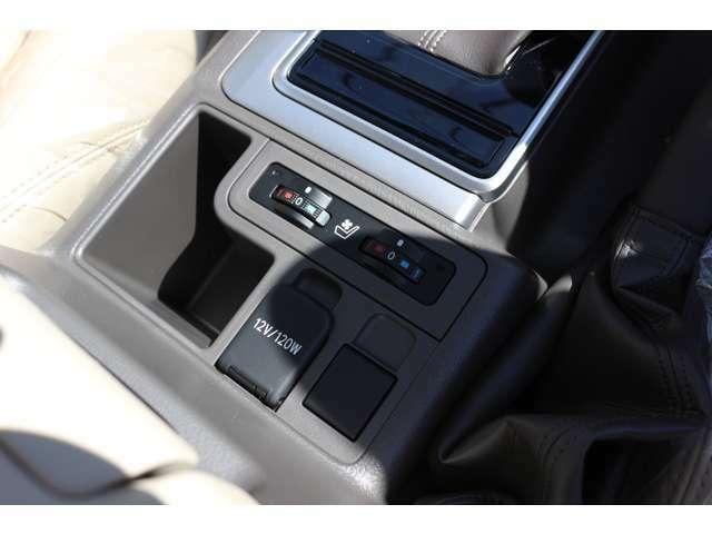 運転席・助手席にはシートクーラー・シートヒーターが備わっております!!