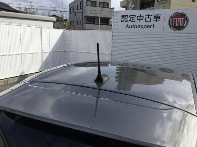 ルーフとは自動車の屋根を指す言葉であり、サンルーフやムーンルーフなどいくつかの種類に分かれています。