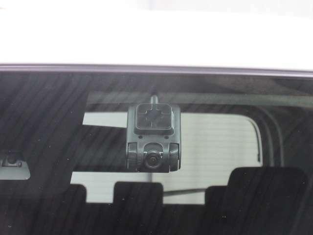 ドライブレコーダーで運転中の映像や音声を自動で記録することができます。